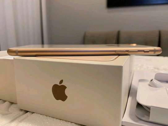 Apple Iphone 8 Plus The 256 Gigabytes Gold Colour image 5