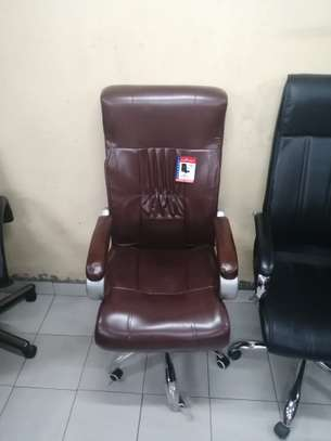 Executive high back office chair image 9