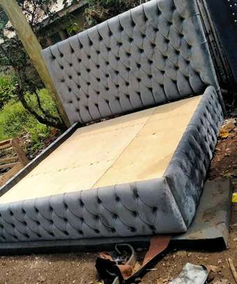 6x6 tufted bed image 1