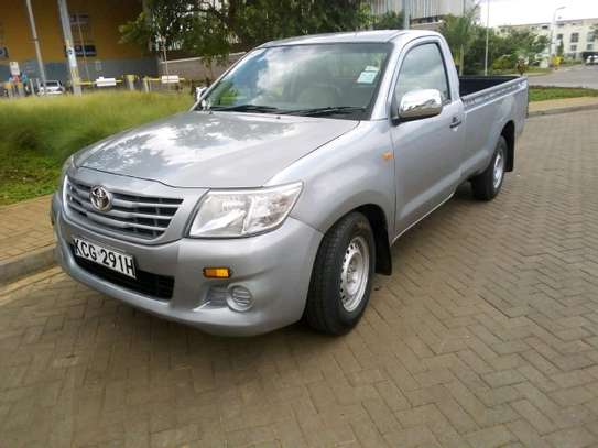 Quick sale Toyota Hilux/year 2015/manual image 2