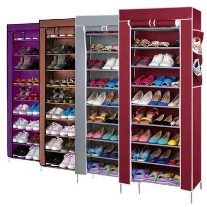 Single column shoe rack