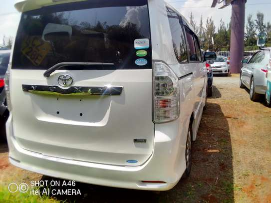 Toyota voxy clean very new image 7