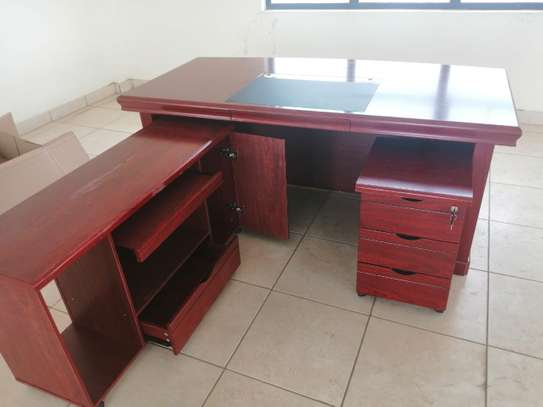 1.6meter Executive impoted office desk image 4