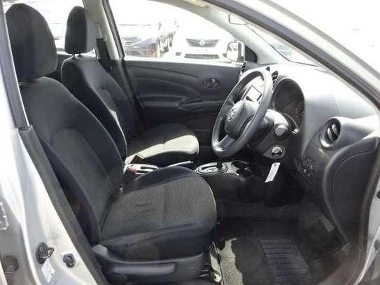 Nissan Tiida image 11