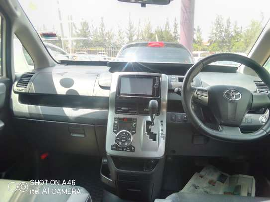 Toyota voxy clean very new image 4