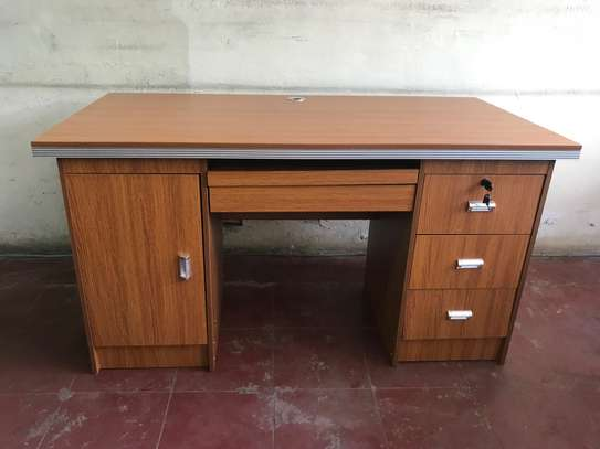 OFFICE TABLE 1.4MT