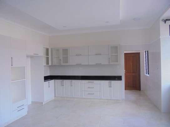 6 bedroom house for rent in Runda image 11