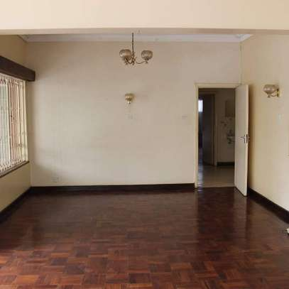 An old fashioned 3bedroom bungalow for commercial use image 5