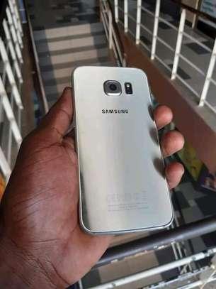 mobile phone Samsung s6edge image 2