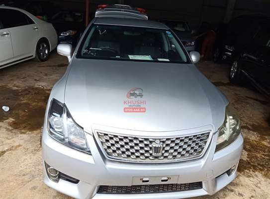 Toyota Crown Automatic image 1