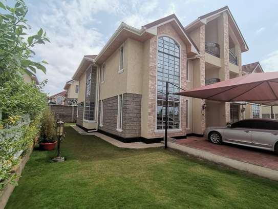 AN EXECUTIVE 5 BEDROOMS TOWNHOUSE WITH DSQ image 2