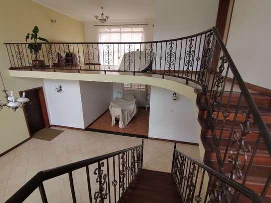 Excellent 4 bedroom duplex apartment all ensuite with dsq image 12