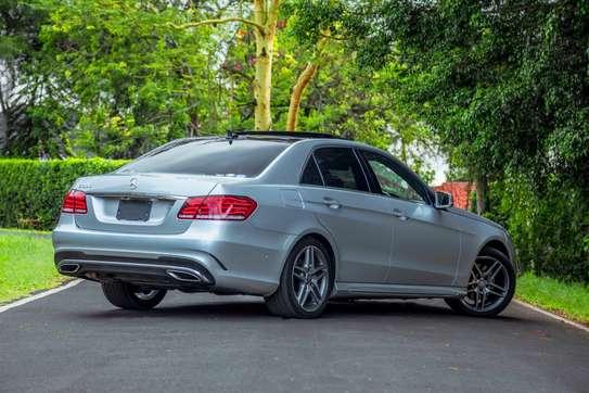 Mercedes-Benz E300 image 2