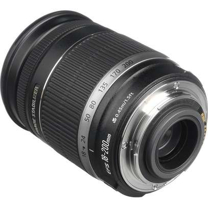 Canon EF-S 18-200mm Lens image 2