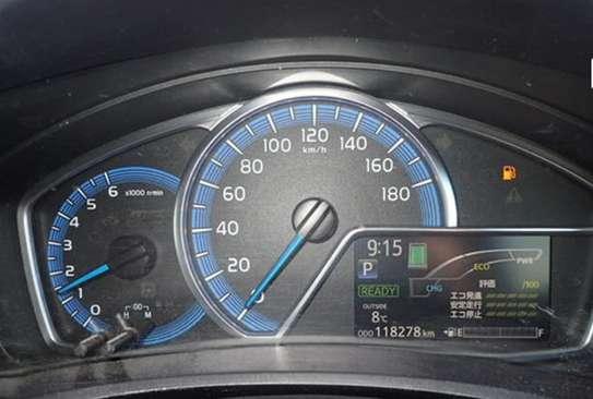 Toyota Fielder Hybrid image 6