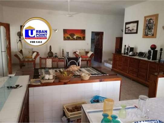 4 bedroom house for sale in Watamu image 19