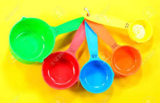 measuring cups assorted colours image 1