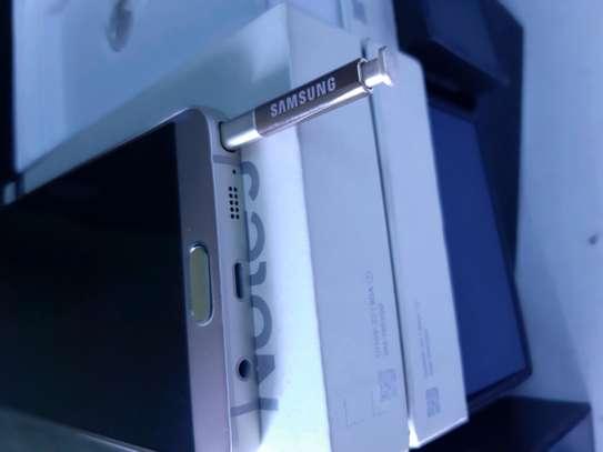 Samsung Note 5 image 6