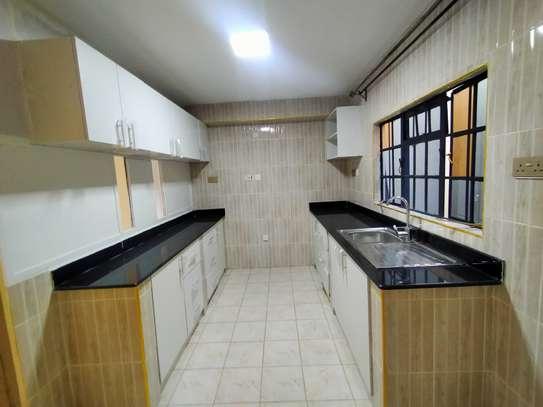 newly refurbished 4  bedroom maisonette plus sq image 5