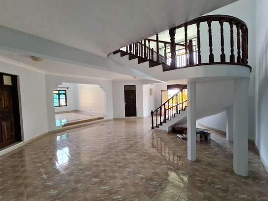 4 bedroom house for rent in Nyali Area image 7