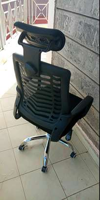 Highback office chair with adjustable headrest image 1