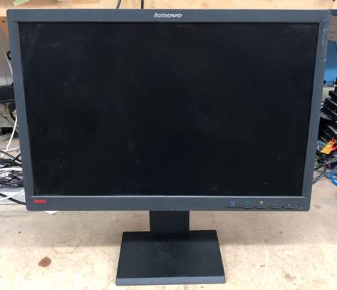 22 inches monitor image 1