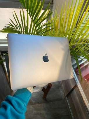MacBook Pro 2017 image 4