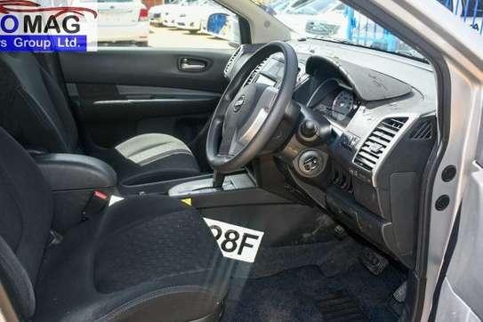 Nissan Wingroad image 9