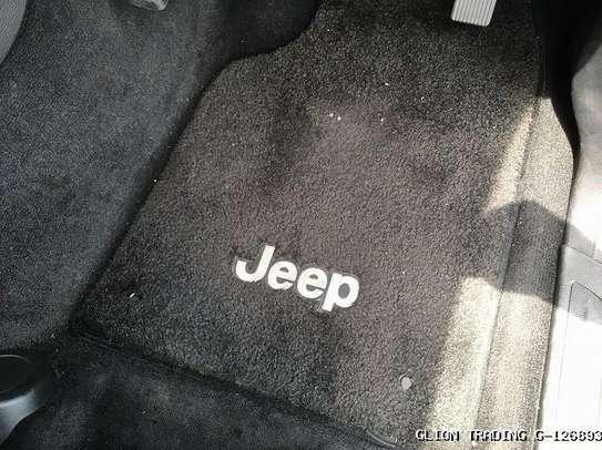 Jeep Grand Cherokee image 8