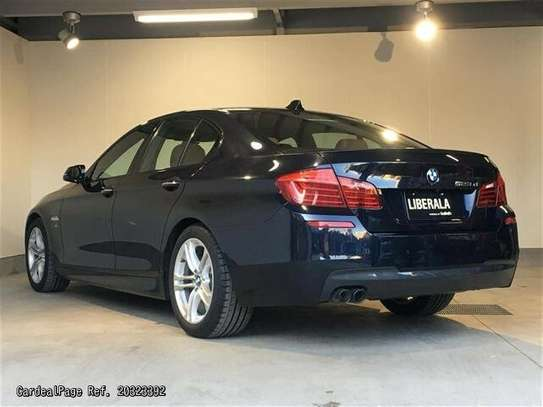 BMW 5 Series image 2