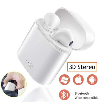 i7 Bluetooth Wireless Twin Earphone with Charging Pod – White image 1