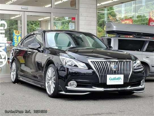 Toyota Crown image 1