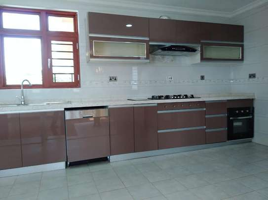 4 bedrooms mansion to let image 6