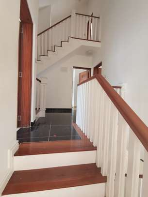 AN EXECUTIVE 5 BEDROOMS TOWNHOUSE WITH DSQ image 11