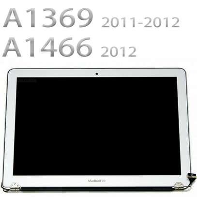Apple Macbook Air/Pro  Screens Replacement image 8