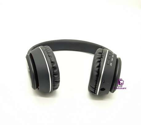 L350 Wireless On-Ear HD Extra BASS Bluetooth Headphones image 4