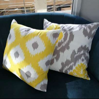 THROW PILLOWS TO MAKE YOUR ROOM LOOK ELEGANT image 5
