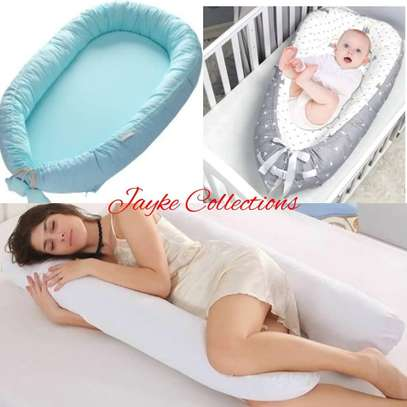 maternity pillow image 1