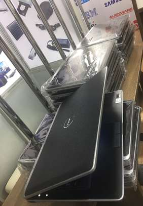 Dell core i7 4gb ram 320gb hardisk  3.0ghz speed image 3