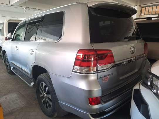 Toyota Land Cruiser Sahara image 8