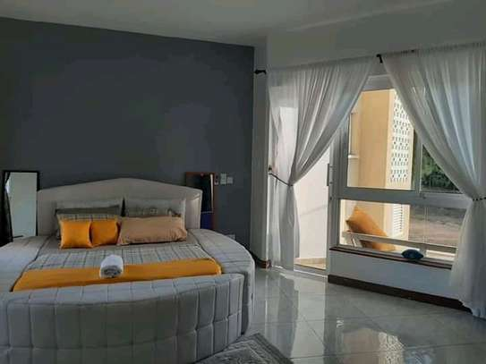 Circular tufted deep-button - beds(With storage) . image 1