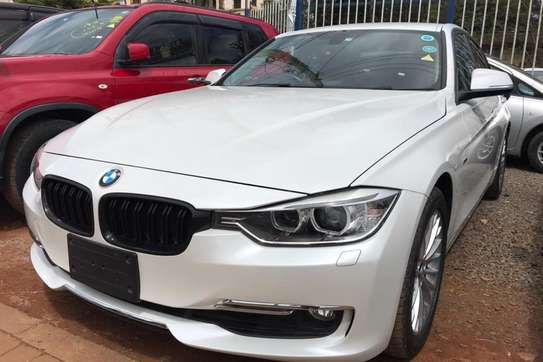 BMW 320i Exclusive Automatic image 11