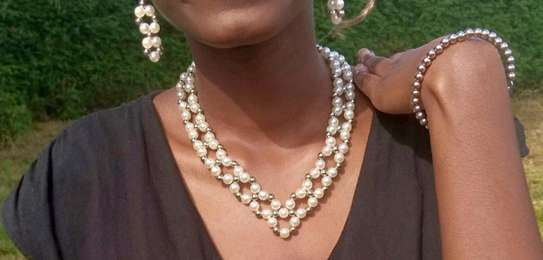 Gift for women pearl necklace set