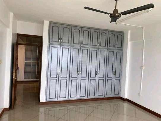 Very spacious 4 Bedroom sea view apartments to let at nyali Mombasa Kenya image 5