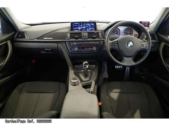 BMW 3 Series image 3