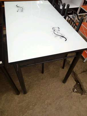 Dining table whi)