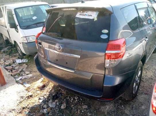 Toyota Vanguard image 2