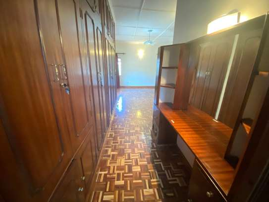 5 bedroom house for rent in Gigiri image 8