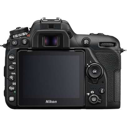 Nikon D7500 DSLR Camera with 18-140mm Lens image 3