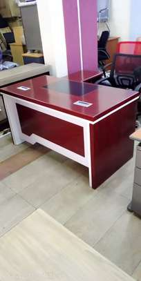 1.4m EXECUTIVE OFFICE DESK WITH MOVABLE PEDESTALS AND SIDERUN